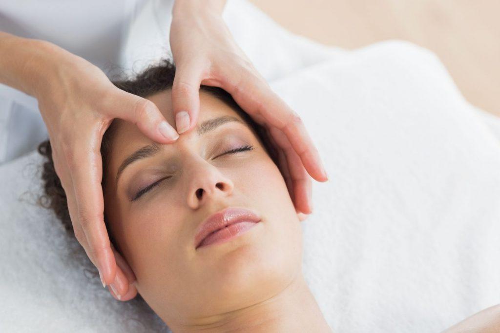 6 huyệt vị giúp giảm đau nửa đầu trái